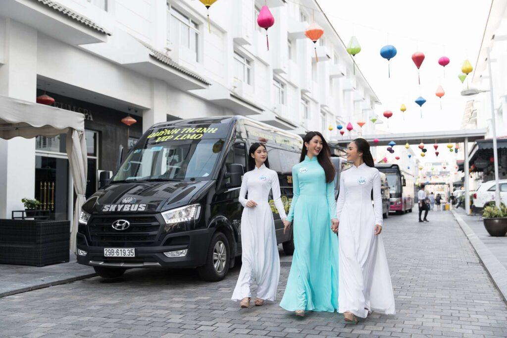 Hàng loạt sao Việt phấn khích với xe limousine Skybus 3