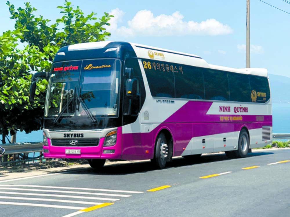Xe limousine SKybus Gold Ninh Quỳnh Car VIP