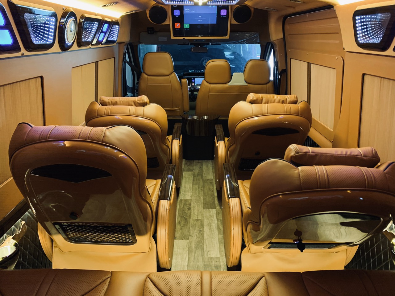 Xe VIP Limousine Hà Nội đi Thái Nguyên chất lượng