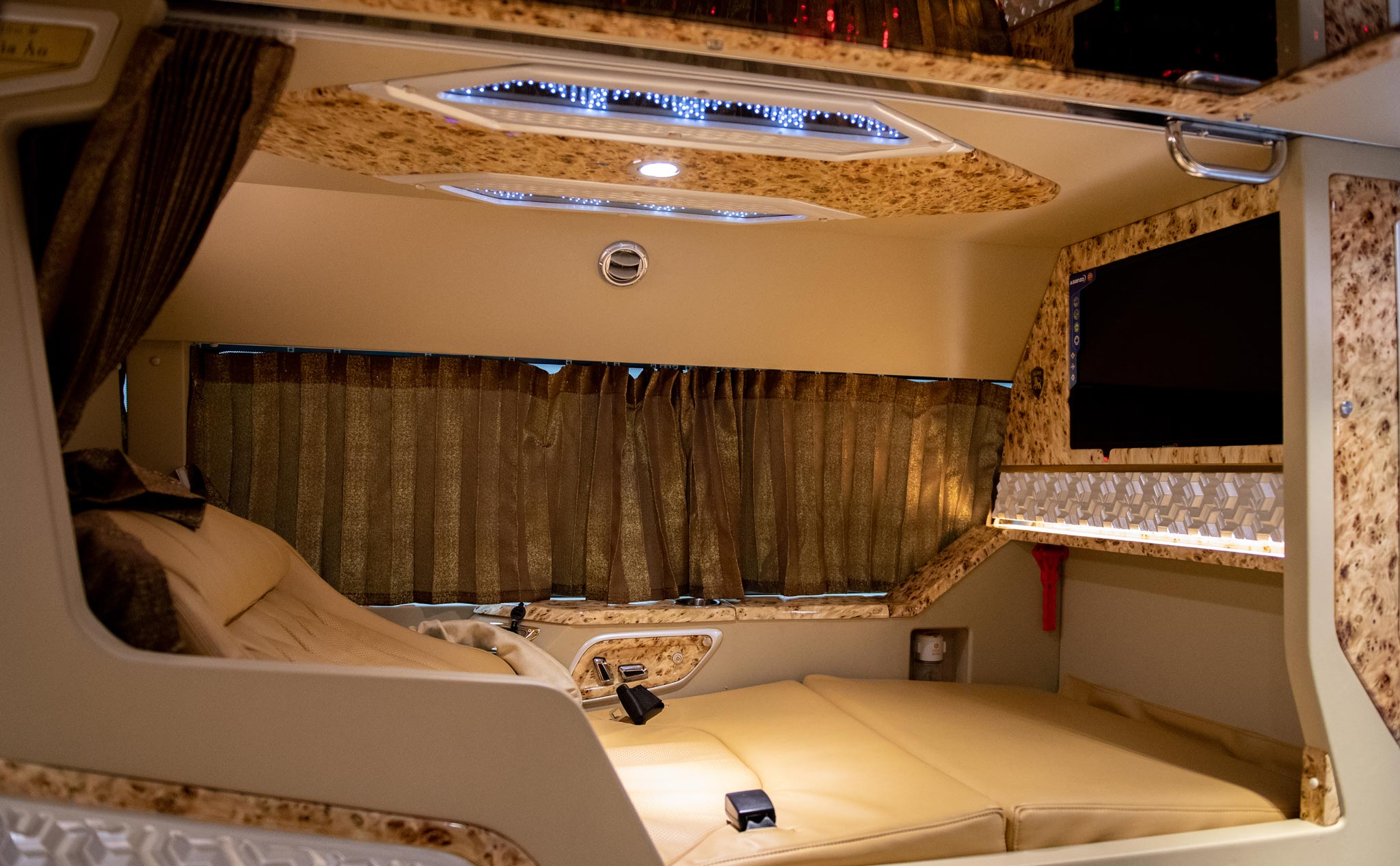 Xe limousine giường nằm Sài Gòn đi Đà Lạt